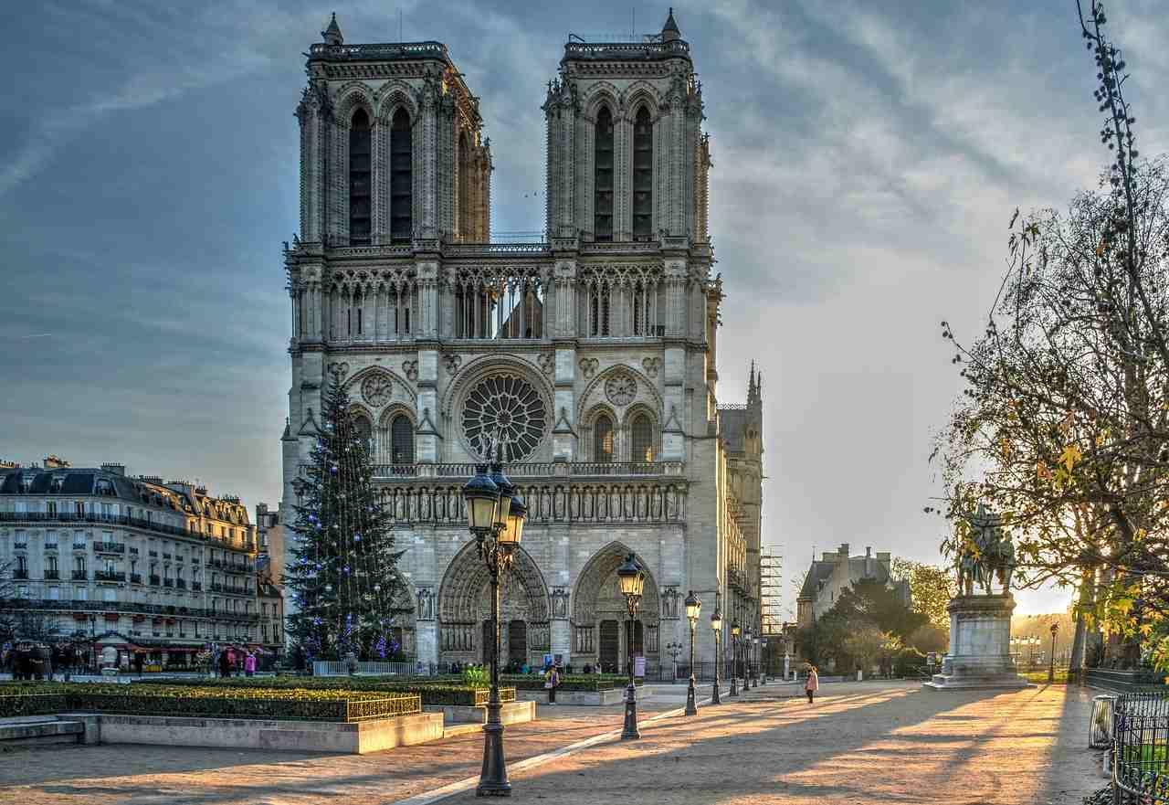 A Catedral de Notre Dame é gótica, é de arrepiar! · Acordei quero ...