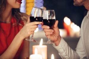 ¿Cómo hacer del vino nuestro mejor aliado para enamorar?