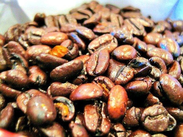 DIY-Orange-Liqueur-Soaked-Cinnamon-Coffee-Beans-1