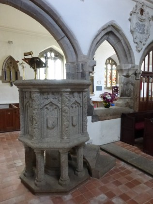 The pulpit and the break in the arcading