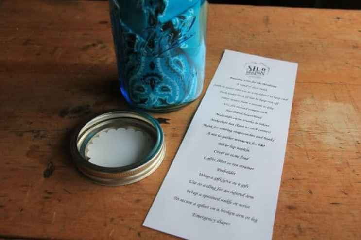 Are you looking for ideas to make that memorable party favor or gift? Planning a country wedding, birthday party or shower? Look no further than the mason jar for your next crafts project! Today we'll show you how to make the perfect memento of your special occasion!