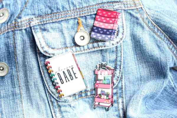 How to Make Pins At Home {That LOOK Totally Professional!}