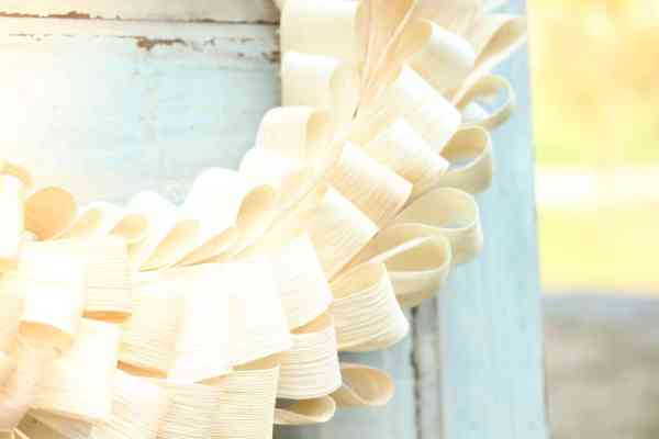 step by step tutorial on how to make a diy dried corn husk wreath for fall or thanksgiving