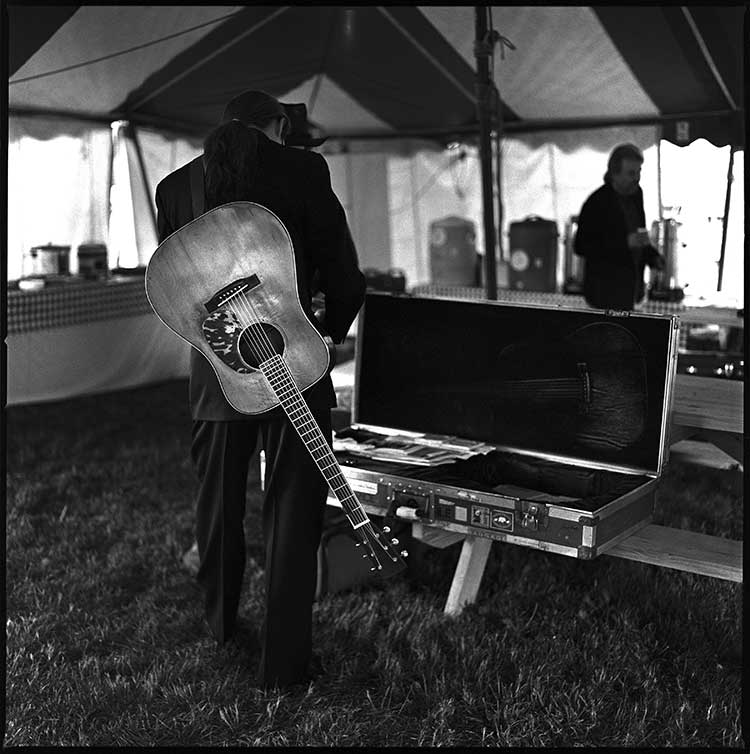 Tony Rice signs an autograph in Gettysburg, PA, 1999