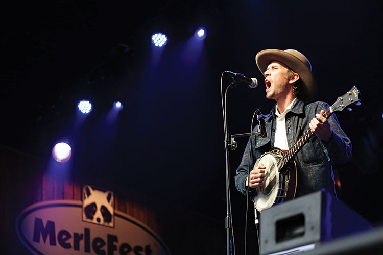 Willie Watson performs at MerleFest 2015 (photo by Sara Brennan-Harrell)