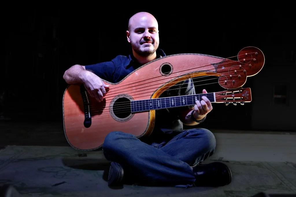 Andy McKee 2016 harp guitar