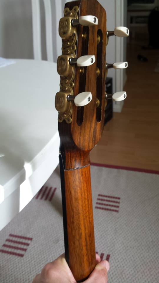 Olli guitar-broken