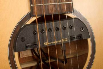 Video Review: The Hand-Built Boswell 00-14 Sparkles with