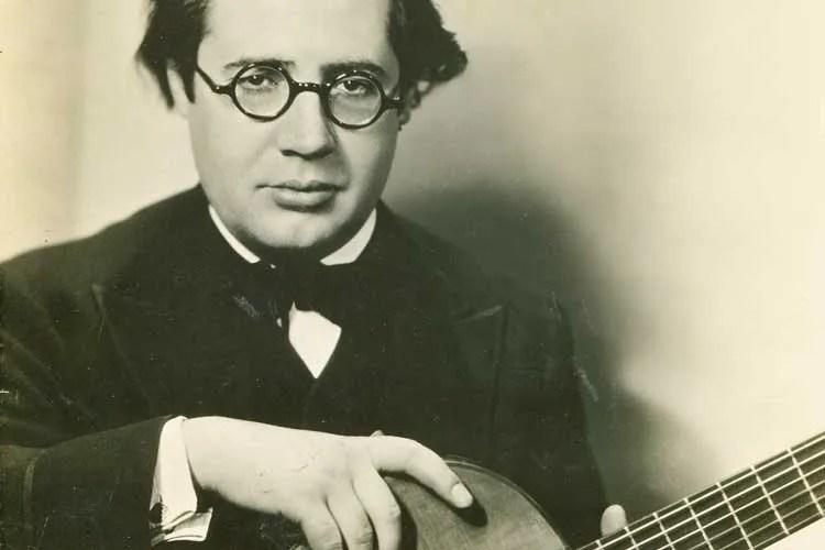 Andrés Segovia with his 1912 Ramirez guitar
