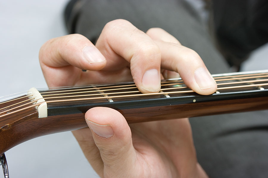 how to get good acoustic guitar tone, arched fingers