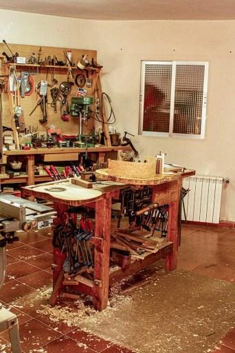 guitar luthier workshop