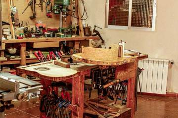guitar luthier workshop