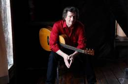 Acoustic guitarist Chris Smither
