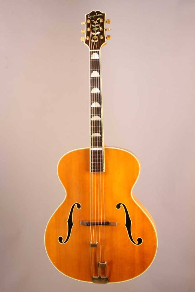 1946-Epiphone-Deluxe-front-photo-Gruhn_Guitars