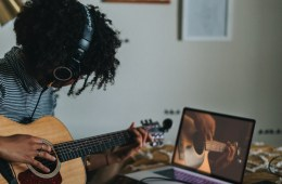 learning to play guitar online