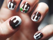 festive tacky-wow nail art