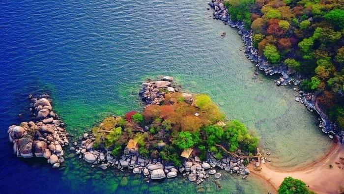 aqua trasparente del Lago Malawi