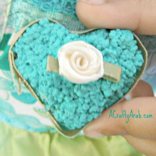 acraftyarab-couscous-heart-pin9