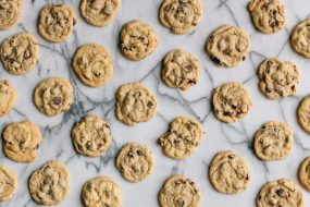 chocolate_chip_cookies_on_marble_2500-1024x683