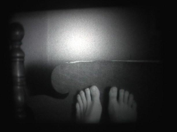 isa-bed-feet