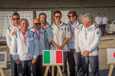 das italienische Team mit dem amtierenden Weltmeister der unlimited Class - Copyright: Ruda Jung