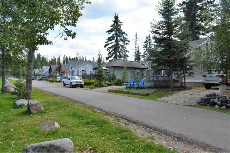 original-small-cottages-at-waskesiu