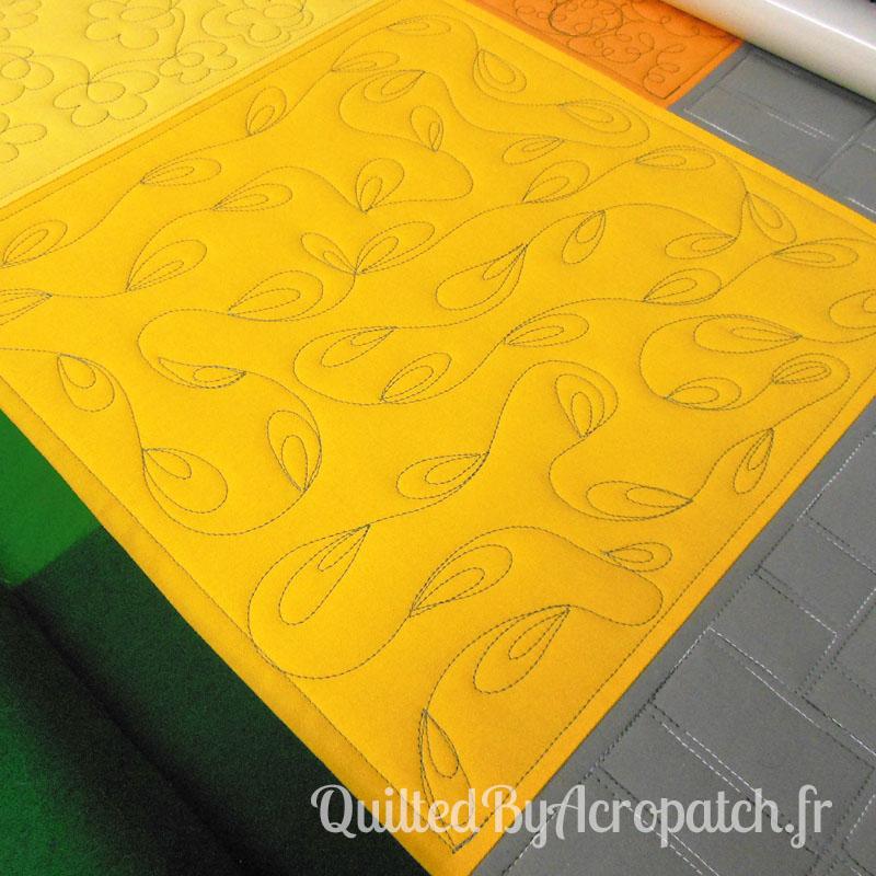Acropatch-Motif-Quilting-PLUMETIS-Sampler-fil-uni-gris (3)