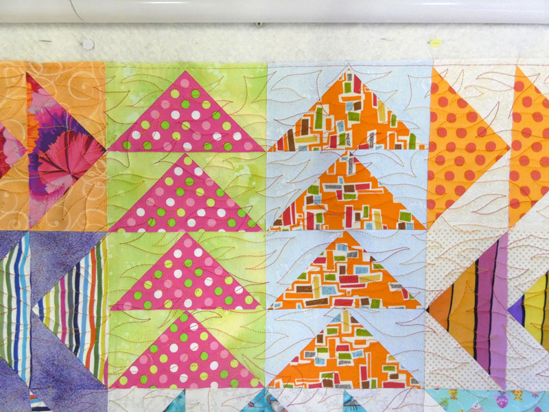Acropatch-Panneau-mural-Vol_d'oies-Motif-Quilting-FLAMME-fil-uni-orange-blocs après le quiltage