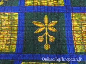 Pied-de-lit-Motif-Quilting-NUAGE-fil-multicolore-vue sur l'envers