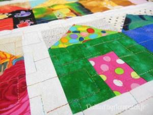 Acropatch-motif-quilting-LEGO-panneau-mural-fil-multicolore-détails