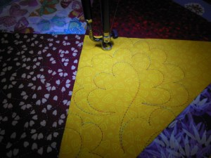"Couverture-""Diagonales""-Motif-Quilting-NUAGE-fil-multicolore-en cours dematelassage"