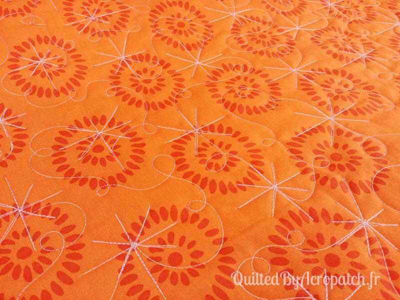 Centre-de-table-Peps-Motif-Quilting-Etoile_filante-fil-multicolore-quiltage vu sur l'envers