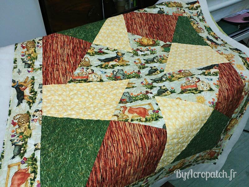 Acropatch-Baby Quilt-Box2-Motif-Quilting-Moulin-fil-uni-doré-92x102cm-Après le quiltage