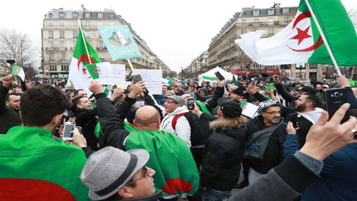 Tercer día de protesta de estudiantes argelinos contra la decisión de Buteflika