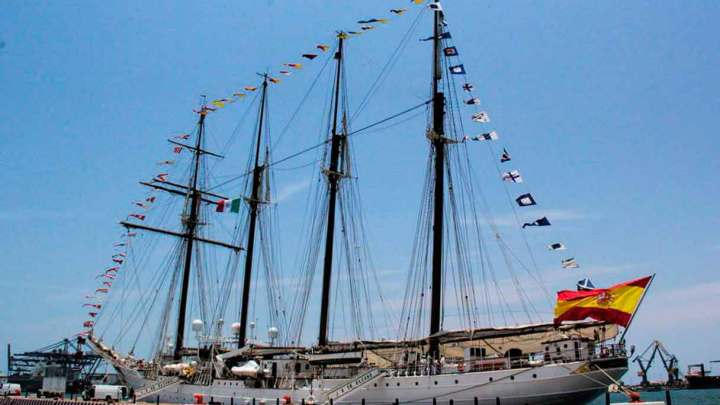Arriba buque español 'Juan Sebastian Elcano' al Puerto de Veracruz