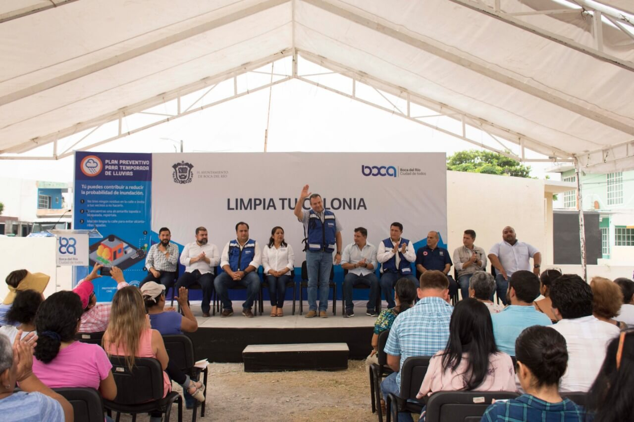 El presidente municipal de Boca del Río, Humberto Morelli Alonso llevó a cabo la jornada del programa 'Limpia tu colonia', en la que participaron directores de Limpia pública, participación ciudadana, desarrollo social, DIF municipal, así como vecinos de 'Las Vegas' .