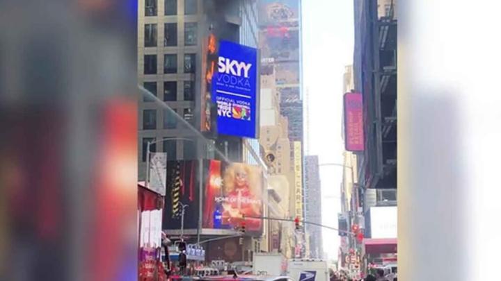 Se incendia espectacular digital en Times Square