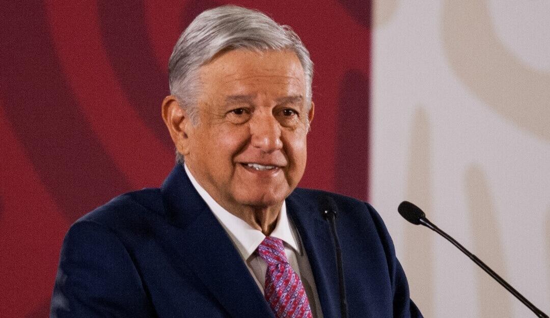 El presidente, Andrés Manuel López Obrador, felicitó al magisterio nacional por su día y expresó su asentimiento por las aprobación de la reforma educativa en los Congresos locales, la cual será promulgada y publicada este miércoles.