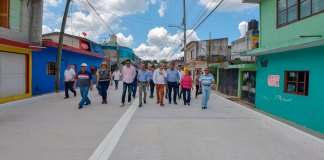 El presidente municipal, Hipólito Rodríguez Herrero entregó la obra de pavimentación de la calle Cuauhtémoc, entre Ignacio Zaragoza y Francisco I. Madero, de la colonia 21 de Marzo.