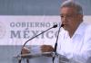 """Entre gritos de abucheo y vítores, el presidente Andrés Manuel López Obrador dio su discurso por el inicio de la entrega de apoyos a productores cafetaleros. Al señalar que con la entrega de apoyos directos se acabarán los intermediarios, pues acusó que organizaciones como """"Antorcha Mundial"""" en referencia a la organización Antorcha Campesina, entregaban incompletos los apoyos. """"Por eso se está haciendo el censo para que le llegue desde la Tesorería de la Federación al beneficiario de manera directo. No es de que son de la organización Antorcha mundial, eso ya se acabó, eso ya se terminó"""" Esto causó que integrantes de esta organización le gritaran """"miente, señor presidente"""", que intentaron callar los militantes de Morena que gritaron """"es un honor estar con Obrador"""", que ocurrió durante su visita a Coatepec. Por enésima vez, López Obrador mostró su apoyo al gobernador Cuitláhuac García Jiménez de quien aseguró es una persona preparada, inteligente, que tiene convicciones. """"Es un gobernador honesto, lo puedo decir así, lo puedo gritar a los cuatro vientos. Le han querido poner obstáculos pero Cuitláhuac no está solo, cuenta con el apoyo y respaldo del Gobierno federal y del pueblo de veracruz y de México"""". Dijo que en el caso de Veracruz 600 mil adultos mayores reciben pensión y en el país son 8 millones. """"Ya empezó a dispersarse todo el dinero con tarjetas, les va a llegar su apoyo, ya no se va a utilizar a intermediarios, es directo, así no llega o si llega, llega con piquete de ojo"""". López Obrador agregó que en Coatepec inicia la entrega de apoyo a productores de café y recordó que se establecieron precios de garantiía para el maíz, arroz y frijoles. Para los productores de leche se pagará en 8.20 pesos por litro; el maíz se pagará en 5 mil 610 pesos por tonelada; el arroz en 6 mil 620 pesos la tonelada y el frijol en 14 mil pesos la tonelada. """"No le vamos quedar a deber al pueblo de México, nos vamos a poner al corriente y no les voy a fallar, la fórmula de no perm"""