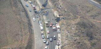 El gobierno de Veracruz brindó atención en labores de auxilio del accidente ocurrido en la autopista Puebla-Veracruz, a la altura del entronque con Maltrata, donde se impactaron un tráiler y un autobús, que dejó como saldo, 30 personas lesionadas y 21 fallecidas.