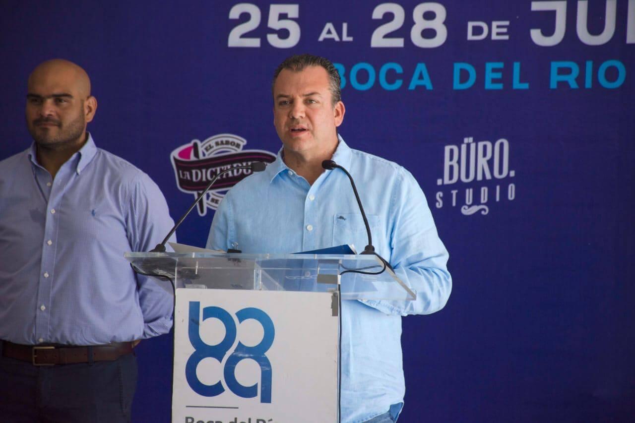 El alcalde de Boca del Río, Humberto Alonso Morelli, presentó las actividades a realizarse durante el Festival 'Santa Ana 2019', que se llevarán a cabo del jueves 25 al domingo 28 de julio, en la Plaza Cívica.