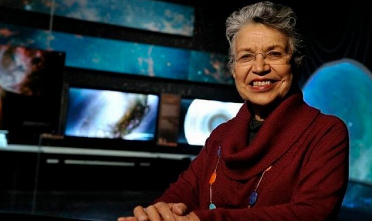 Silvia Torres Castilleja nació en 1940, en la ciudad de México, Distrito Federal.