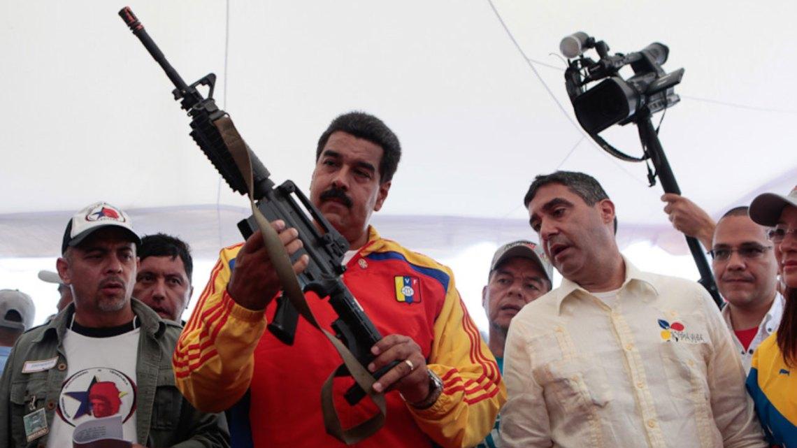Estados Unidos obstruye montaje de una fábrica de fusiles en Venezuela: Rostec