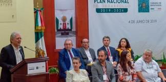 Durante el Foro Regional sobre el Plan Nacional de Desarrollo 2019-2024, el alcalde de Xalapa, Hipólito Rodríguez Herrero mencionó que es indispensable defender el patrimonio natural y la riqueza biocultural.