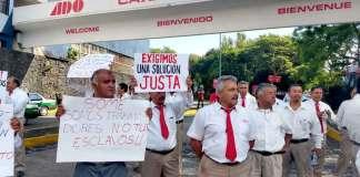 Taxistas que prestan sus servicios a la Central de Autobuses de Xalapa (CAXA) cerraron los accesos a dicha terminal en reclamo contra los cobros excesivos de la empresa Grupo SOME.