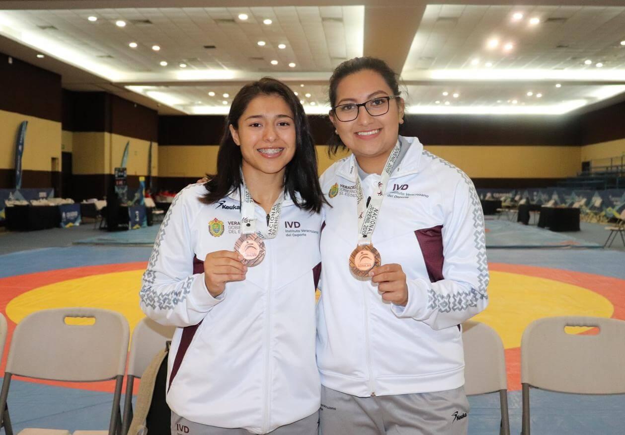 Veracruz conquistó un par de medallas de Bronce este miércoles al continuar las actividades de las Luchas Asociadas dentro de la Olimpiada Nacional y Nacional Juvenil 2019 que se lleva a cabo en el Centro de Convenciones de esta ciudad.