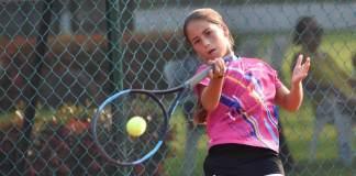 La tenista veracruzana Romina Domínguez García se proclamó doble campeona del Torneo Estatal de Tenis Grado 2, tras ganar las finales de singles y dobles en el evento realizado durante este fin de semana en las Palmas Racquet Club, en el municipio de Boca del Río.