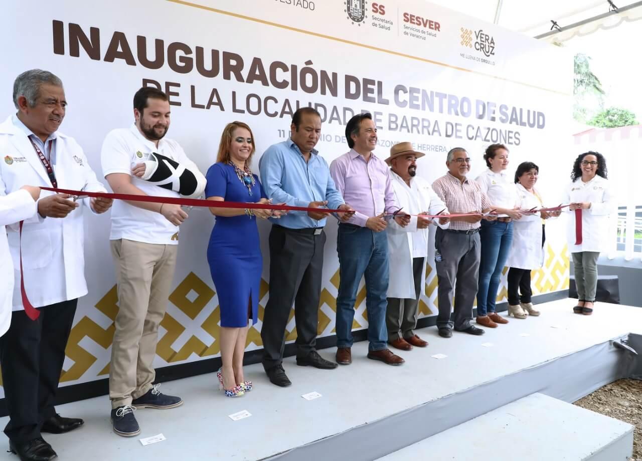 El gobernador, Cuitláhuac García inauguró el Centros de Salud en Barra de Cazones, que beneficiará a 3 mil 500 habitantes.
