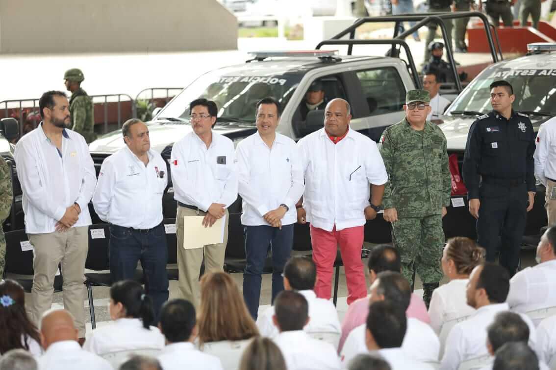 Este jueves, Petróleos Mexicanos (PEMEX) donó a gobierno estatal 20 patrullas tipo pick up, equipadas con dispositivos GPS y 20 dispositivos de detección temprana de lesiones mamarias.